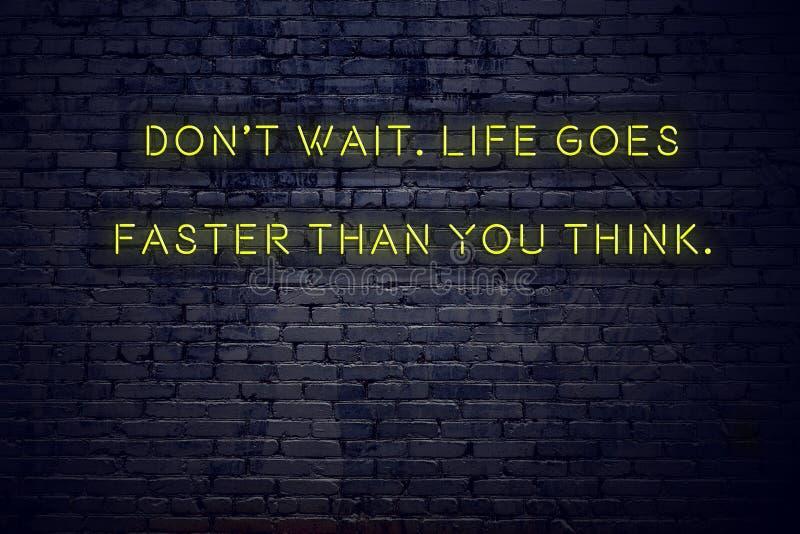 在霓虹灯广告的正面富启示性的行情对砖墙比您认为不等待生活快速地去 库存例证