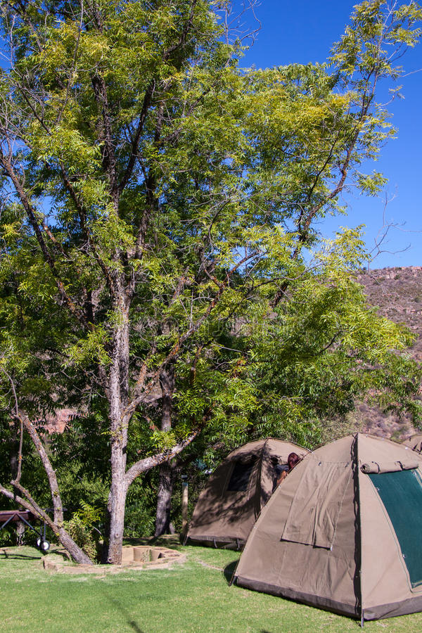 在露营地的帐篷在奥兰治河,南非附近 库存图片