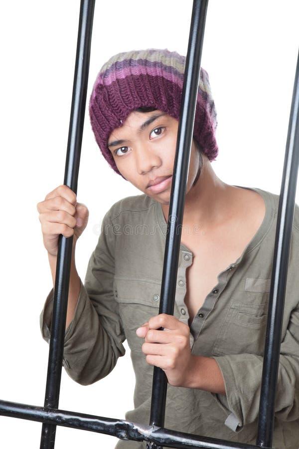 在青少年的监狱之后的亚洲棒 免版税库存照片