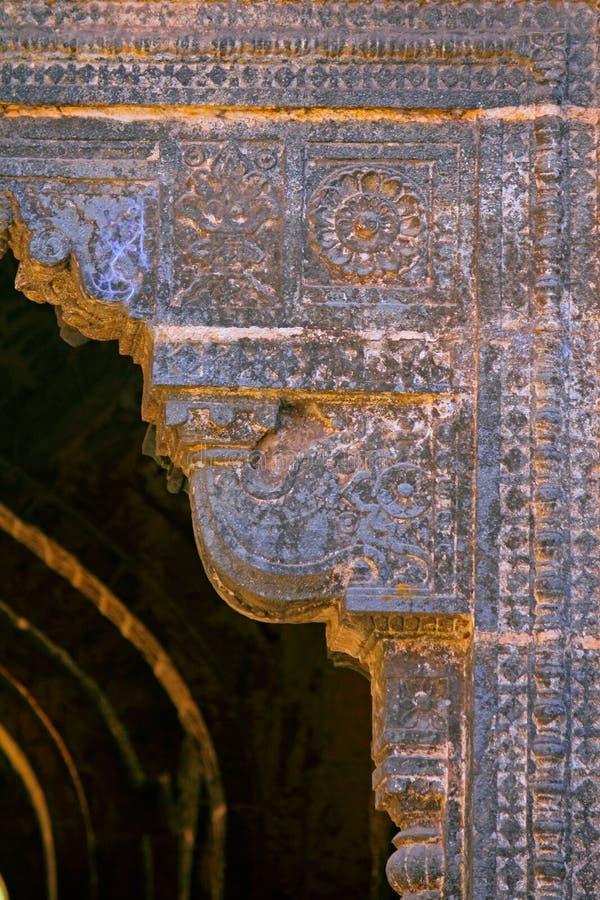 在青少年的darwaza panhala堡垒的被雕刻的设计主题 库存图片