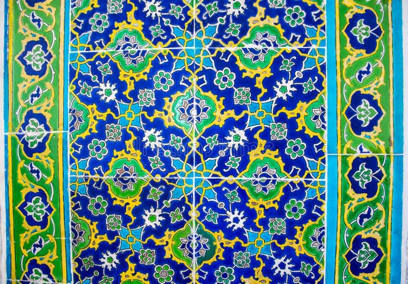 在青黄色颜色的美好的装饰瓦片背景在土耳其样式 库存照片