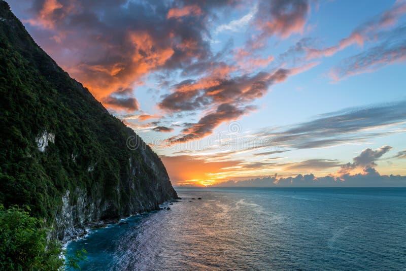 在青水峭壁的日出在台湾 库存图片