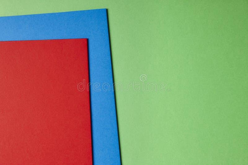 在青绿的红色口气的色的纸板背景 复制空间 免版税库存图片
