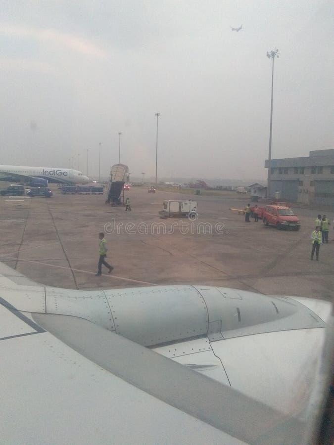 在靛蓝航空公司准备好德里的机场飞行 库存图片