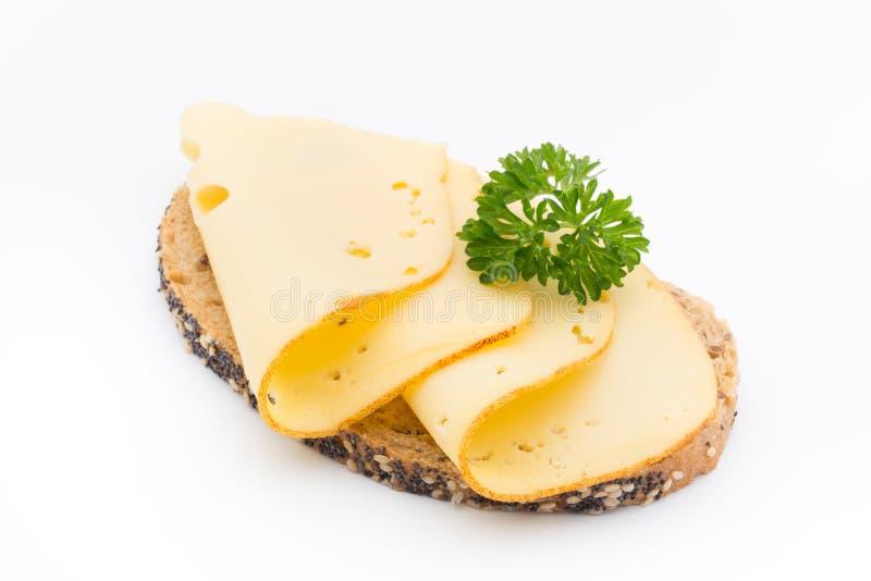 在面包的乳酪切片 奶油被装载的饼干 免版税库存照片
