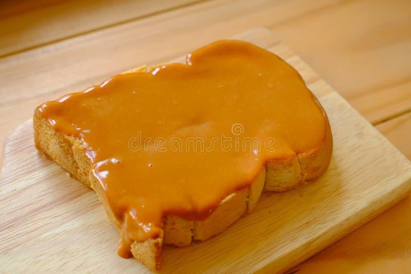 在面包的泰国茶乳蛋糕 免版税图库摄影