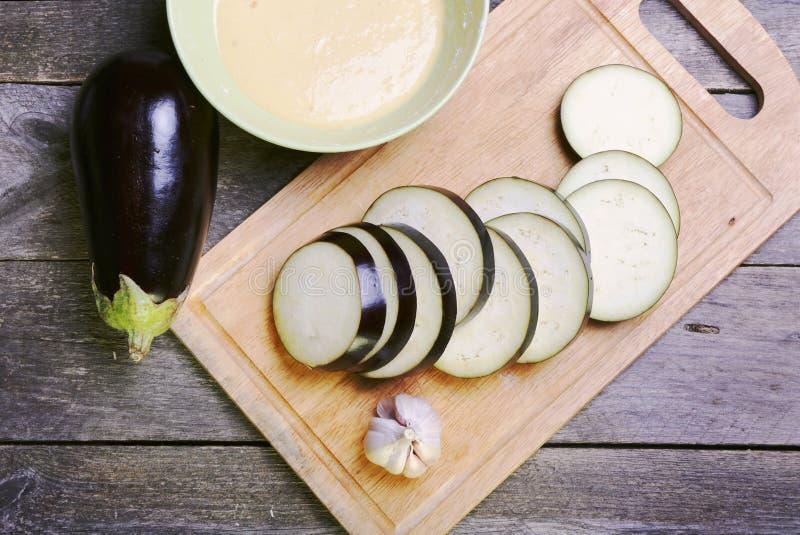 Download 在面团的茄子 库存图片. 图片 包括有 服务, 培训, 农村, 烹调, 茄子, 大蒜, 的treadled - 62538497
