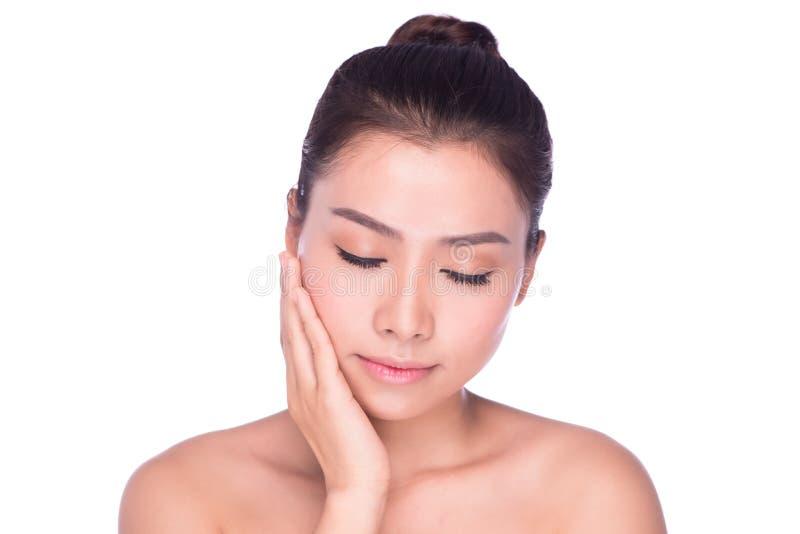 在面孔的妇女秀丽skincare妇女感人的皮肤 库存照片