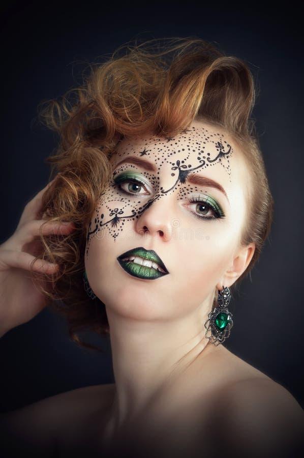 在面孔的身体绘画,美发师` s艺术 免版税图库摄影