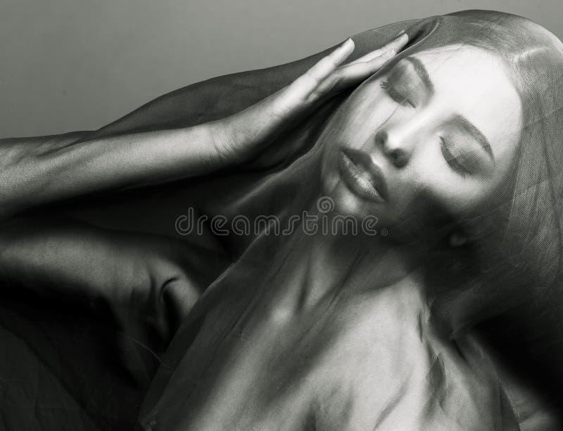 在面纱,在面孔的hijab下的秀丽年轻伊斯兰教的妇女 图库摄影