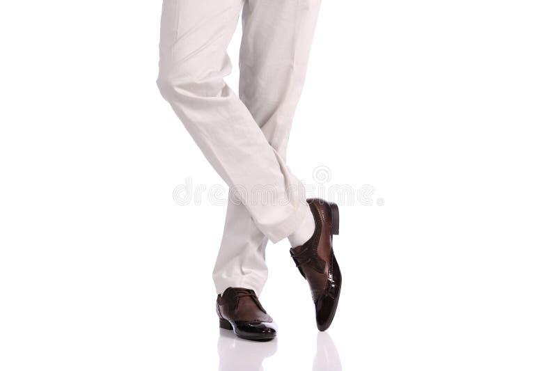 在鞋子的人行程 免版税库存照片