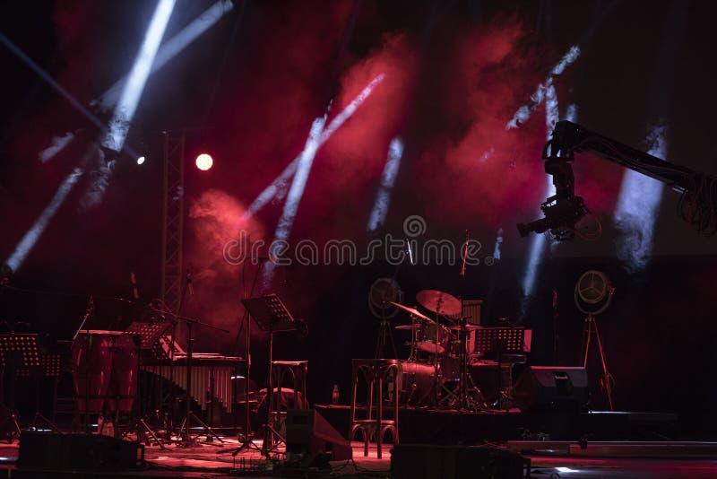 在音乐会前的空的阶段 免版税库存照片