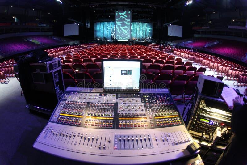 在音乐会的伴音系统 免版税库存照片