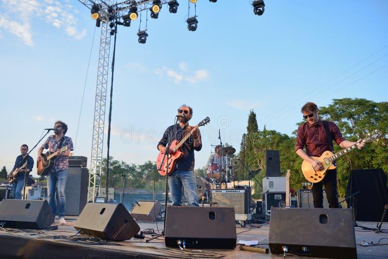 在音乐会的Grupo de Expertos Solynieve带在维达节日 免版税库存照片