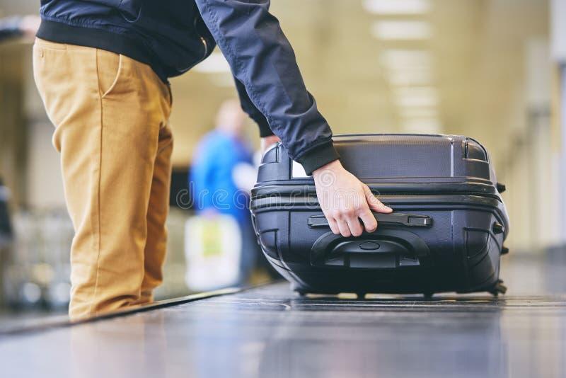 在领取行李的手提箱 库存照片