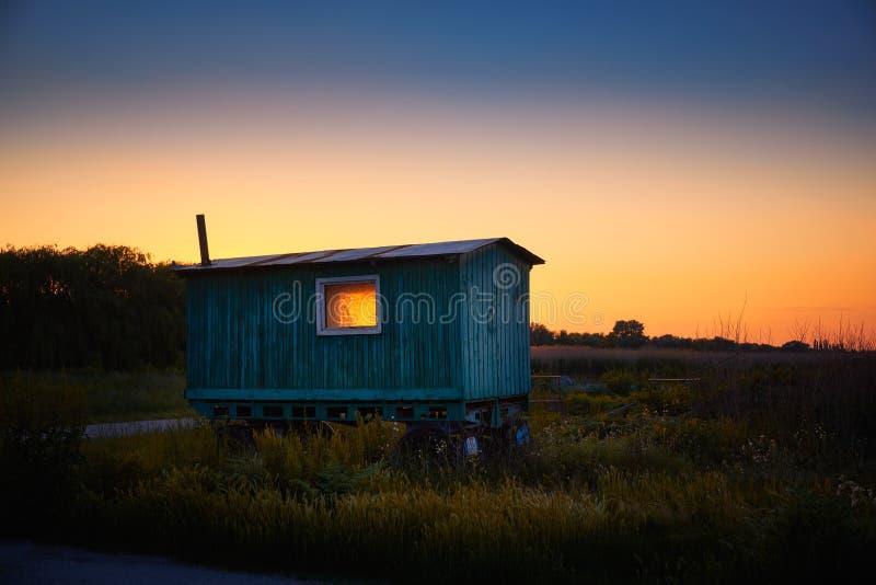 在领域的有蓬卡车 库存照片