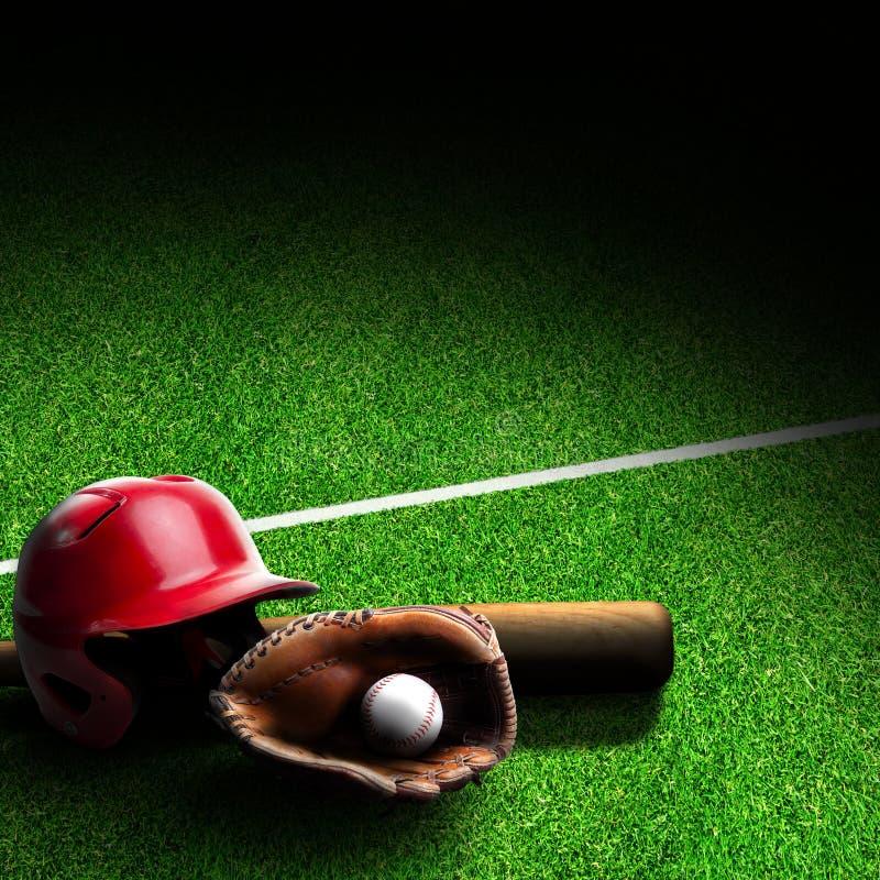 在领域的棒球设备与拷贝空间 免版税库存照片