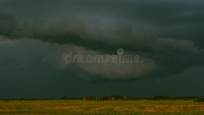 在领域的雷暴 库存图片
