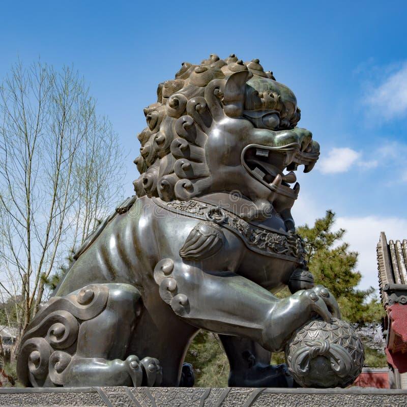 在颐和园,北京,中国前面的狮子 免版税库存图片