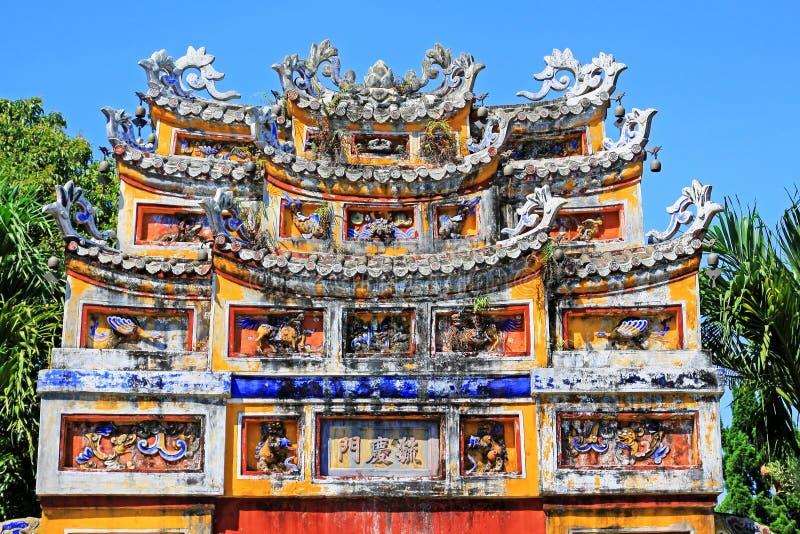 在颜色北京皇城,越南联合国科教文组织世界遗产名录的门艺术 库存照片