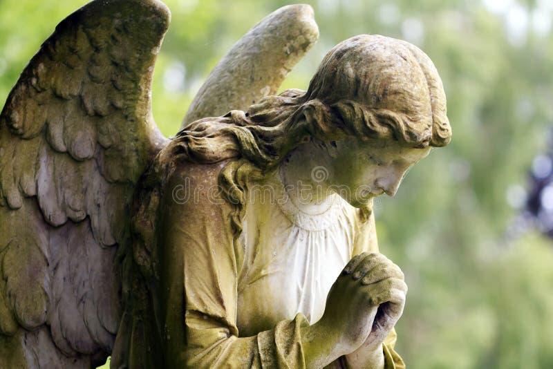 在颜色的石天使 免版税库存照片