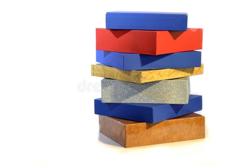 在颜色的箱子在白色背景 免版税库存照片