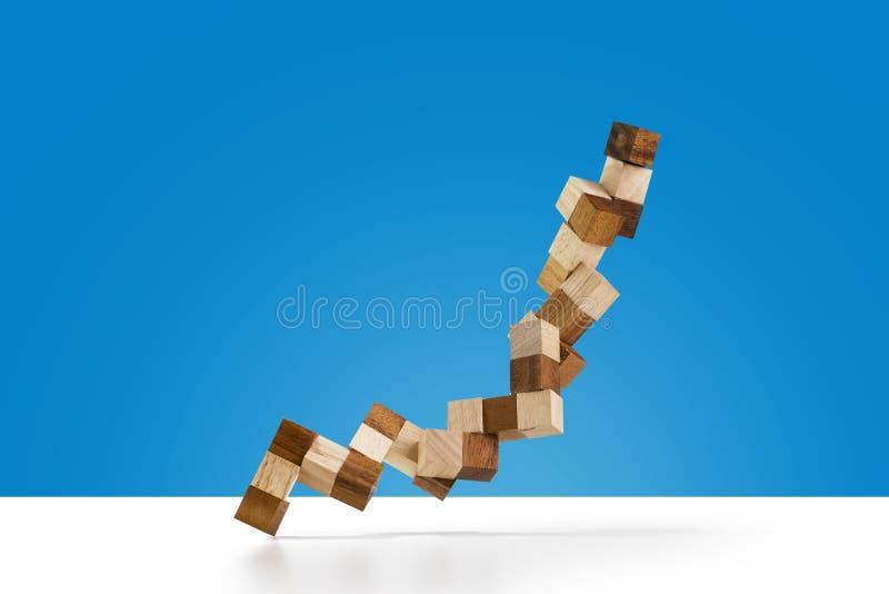 在颜色背景隔绝的蛇立方体木难题 免版税库存图片
