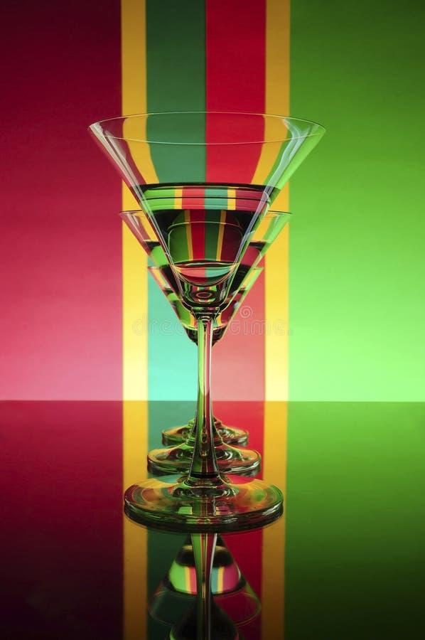 Download 在颜色背景(红色,绿色,黄色)的玻璃 库存照片. 图片 包括有 工作室, 红色, 对象, 葡萄酒杯, 背包 - 68918096
