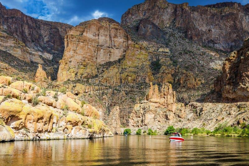 在风景Canyon湖的小船在亚利桑那 免版税图库摄影