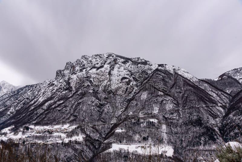 在风暴的山 免版税图库摄影