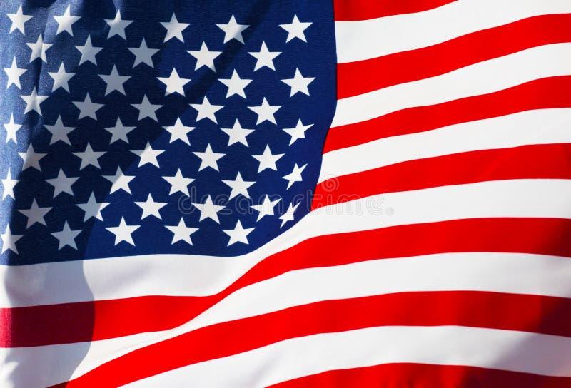 在风的被日光照射了美国国旗 免版税库存照片