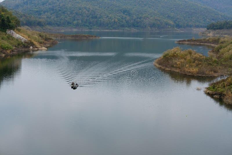 在风船的地方渔夫航行 免版税图库摄影