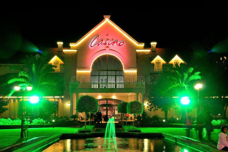 在风车赌博娱乐场的夜场面,布隆方丹 免版税库存图片