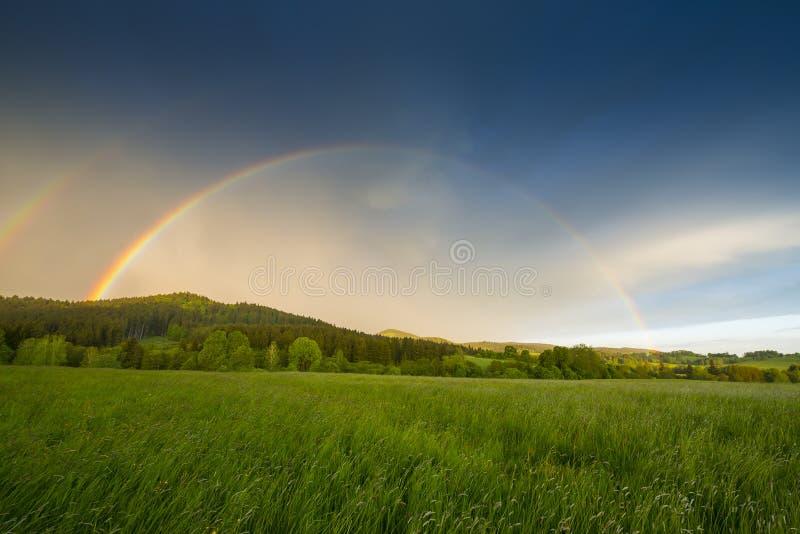 在风暴以后的彩虹 免版税库存照片
