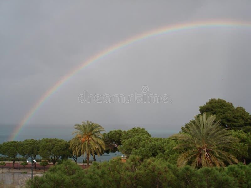在风暴以后的彩虹 库存图片