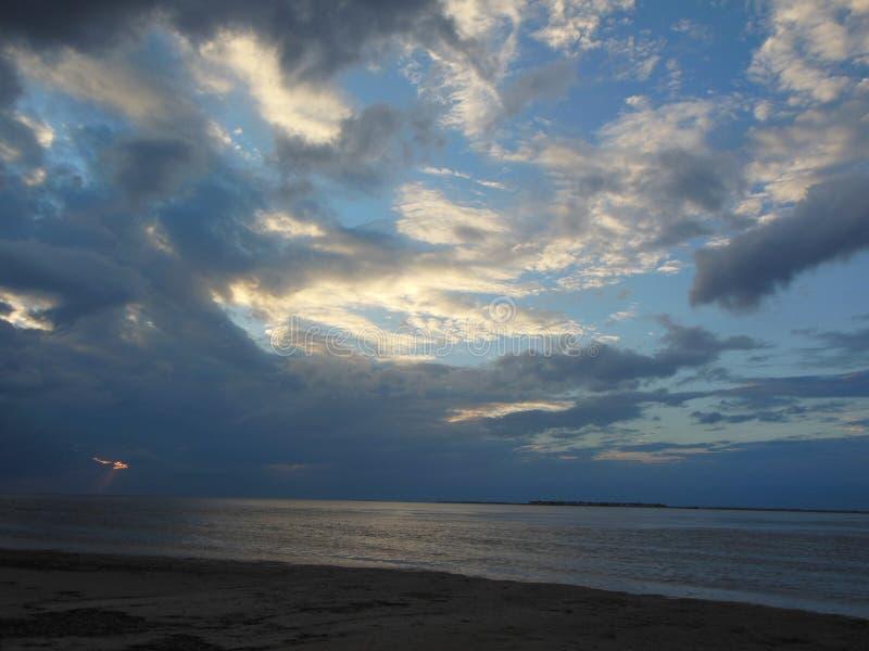 在风暴的太阳 图库摄影