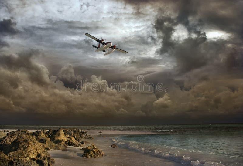 Download 在风暴的空中冒险一架小飞机 库存图片. 图片 包括有 橙色, 沙子, 明信片, 孤独, 风暴, 场面, 浪漫 - 30625837