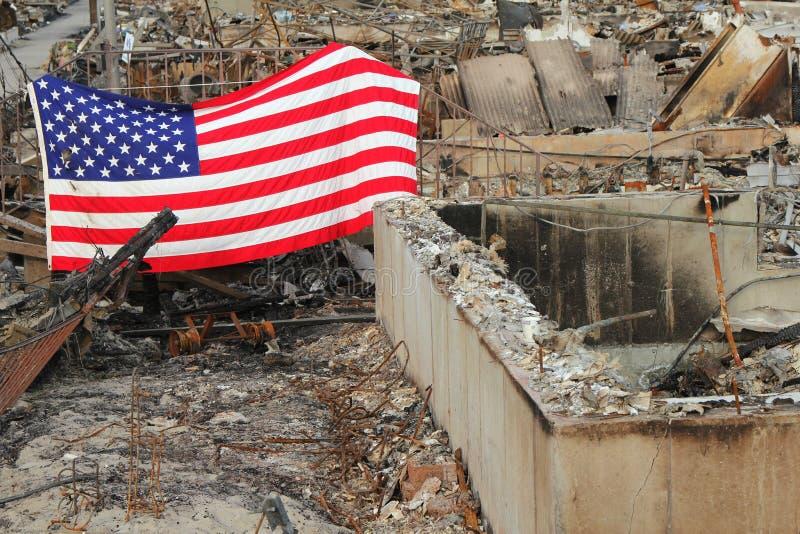 在飓风桑迪后的被烧的房子在通风点, NY 免版税库存图片