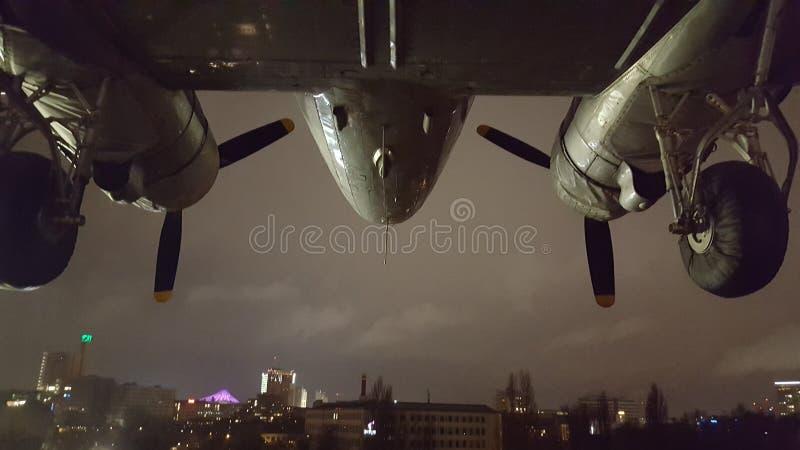 在飞机的城市 图库摄影