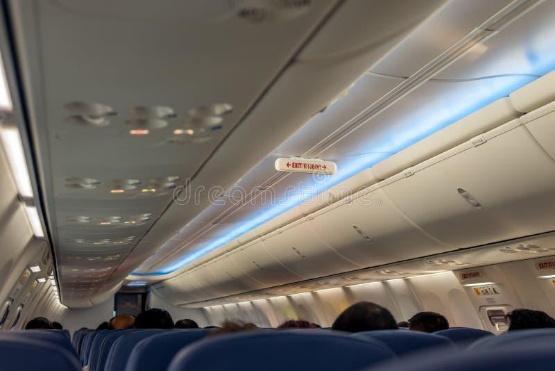 在飞机的紧急出口行;退出签到泰语 免版税图库摄影