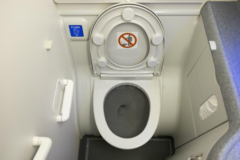 在飞机的洗手间 免版税库存照片
