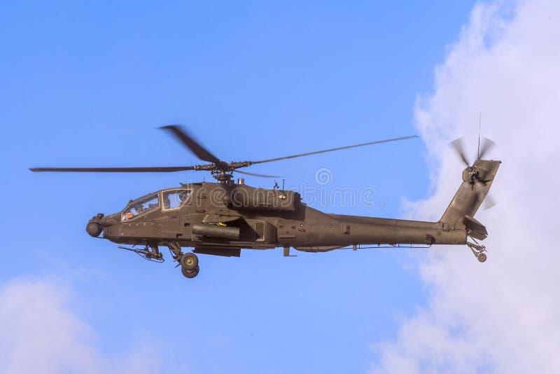 在飞行中亚帕基直升机 免版税库存图片