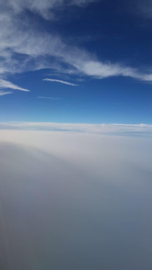在飞行中有美丽的景色 免版税库存照片