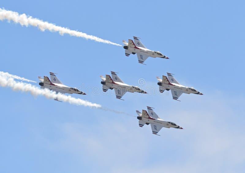 在飞行中空军队雷鸟 图库摄影