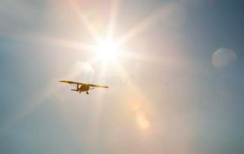 在飞行中赛斯纳飞机 库存照片