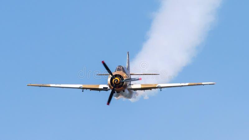 在飞行表演的小特技飞机在布加勒斯特 库存照片