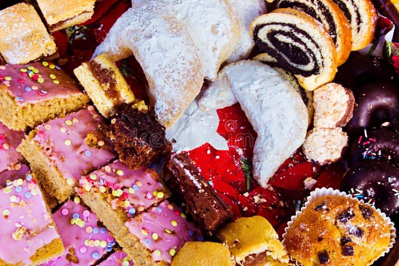 在食物节日的传统欧洲圣诞节甜点 免版税图库摄影