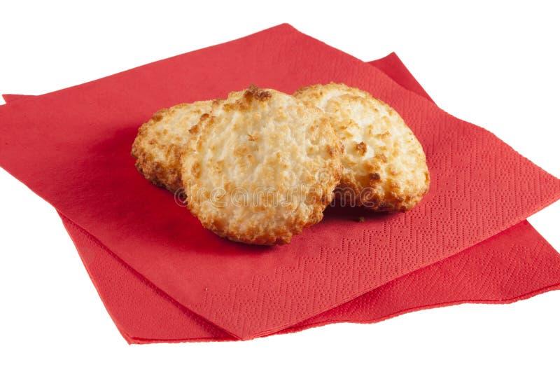 Download 在餐巾的三个蛋白杏仁饼干 库存图片. 图片 包括有 空白, 可口, 餐巾, 甜点, 背包, 红色, 细菌学 - 30326683