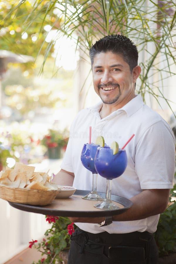 在餐馆的西班牙男性服务器 库存图片