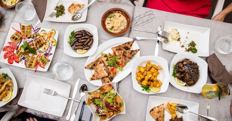 在餐馆的黎巴嫩食物 库存照片